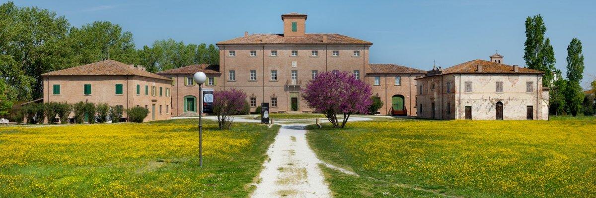 Vineria Torlonia – Poesia, teatro e vino a pochi chilometri dal mare.